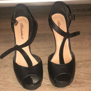 Breckelles Shoes - Breckelle's Black Chunky Heels (Sz 9)